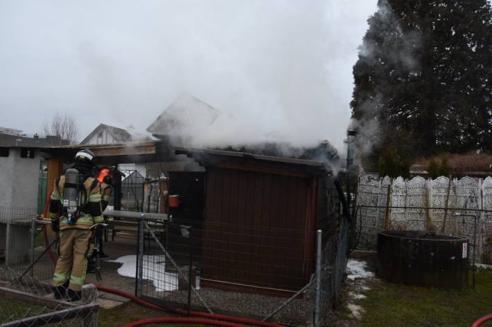 In Rapperswil-Jona SG brannte gestern ein Gartenhaus.