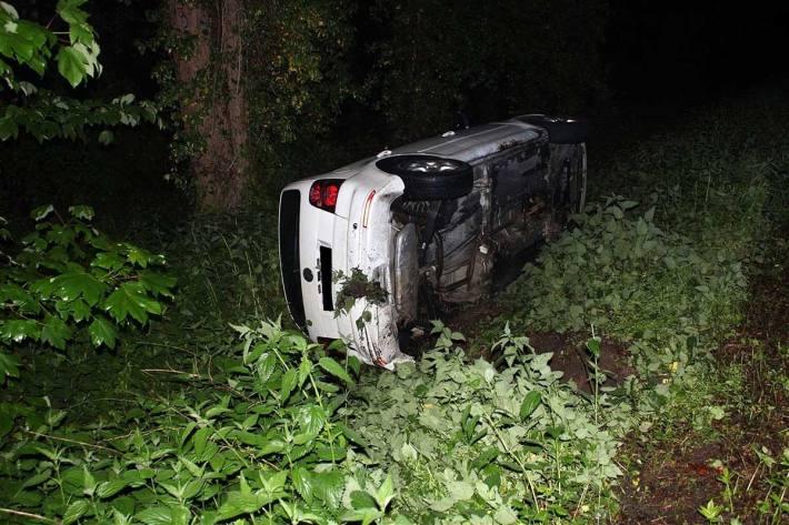 Ein Autofahrer verlor in Dielingen die Kontrolle über seinen Volkswagen und landete mit dem Fahrzeug im Graben