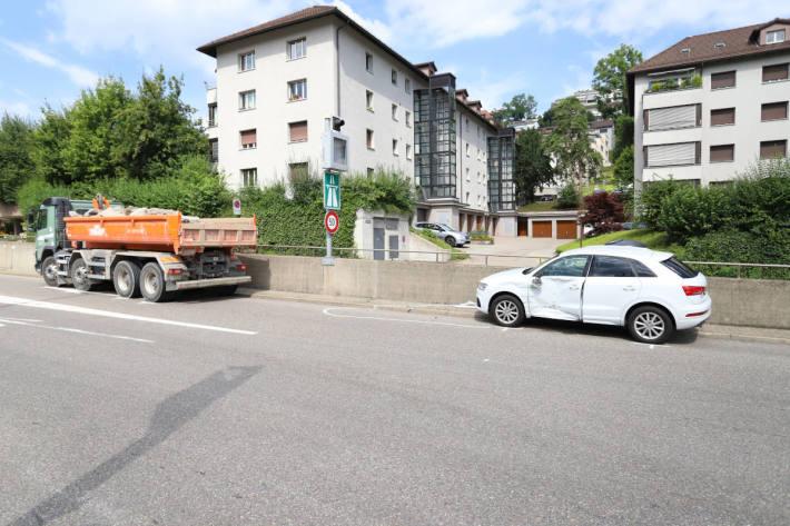 Kollision zwischen Auto und Lastwagen auf der Rosenbergstrasse in St.Gallen