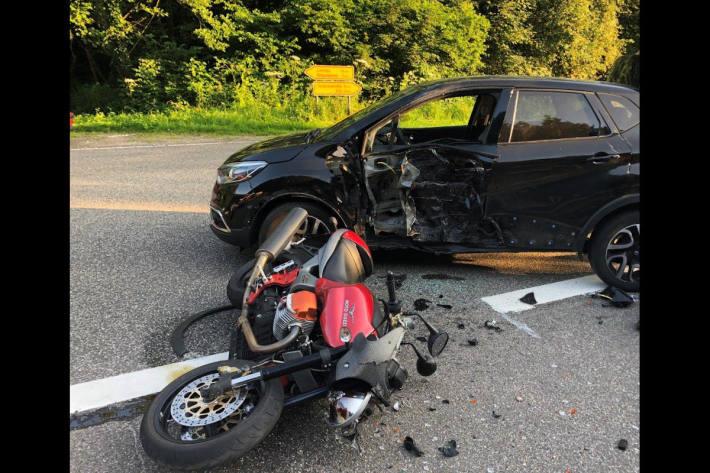Motorradfahrer bei Verkehrsunfall in Münchweiler am Klingbach tödlich verletzt