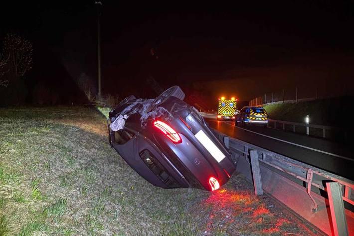 Eine alkoholisierte Autolenkerin verlor in Cham auf der Autobahn die Kontrolle über ihr Fahrzeug