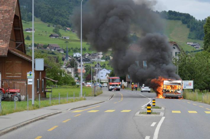 brennender Wohnwagen bei Stans
