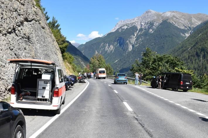 Die Strasse war bei Crusch GR nahc einem Unfall über eine Stunde lang gesperrt.
