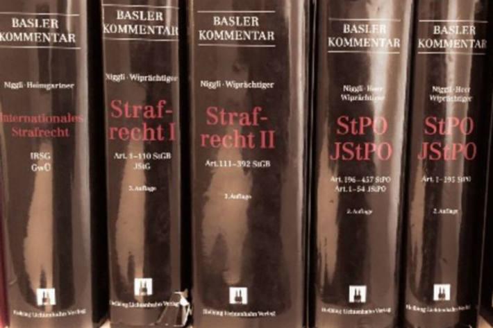Arbeitsunfall in Klagenfurt beim Bücher-Sortieren (Symbolbild)
