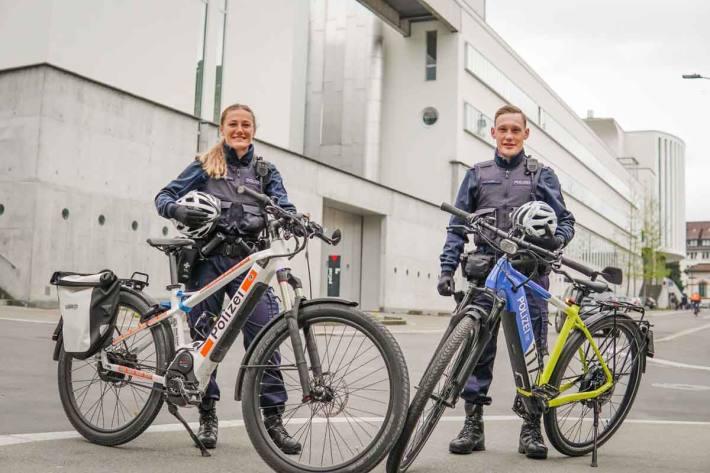 Für dieses Projekt stehen vier Polizeifahrräder der Kantonspolizei Basel-Stadt und der Stadtpolizei Zürich im Einsatz