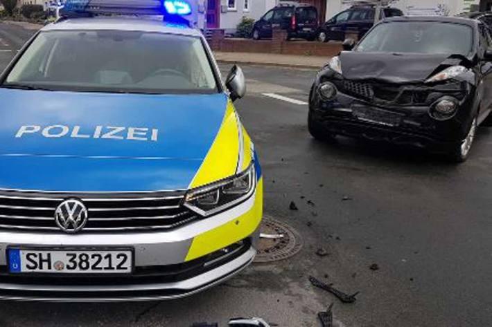 81-Jährige kracht in Polizei-Fahrzeug in Schleswig