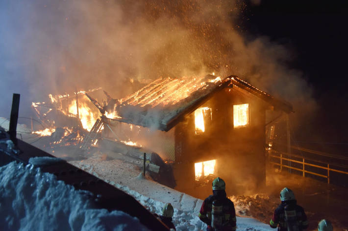 Wohnhaus bis auf die Grundmauern niedergebrannt in Büren NW