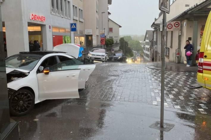 Heftiger Crash gestern in der Innenstadt von Aarau.