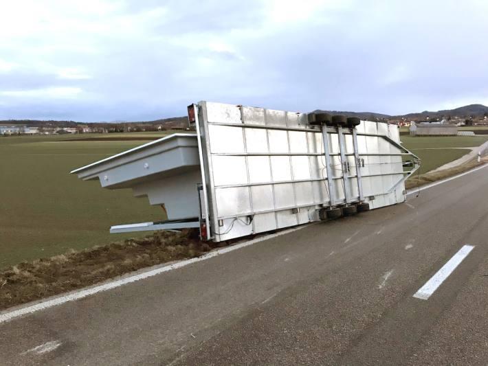 Föhnsturm sorgt für Unfall in Courgenay JU