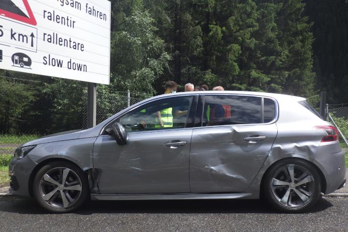 Am Unfall beteiligtes Fahrzeug auf der A2 bei Göschenen