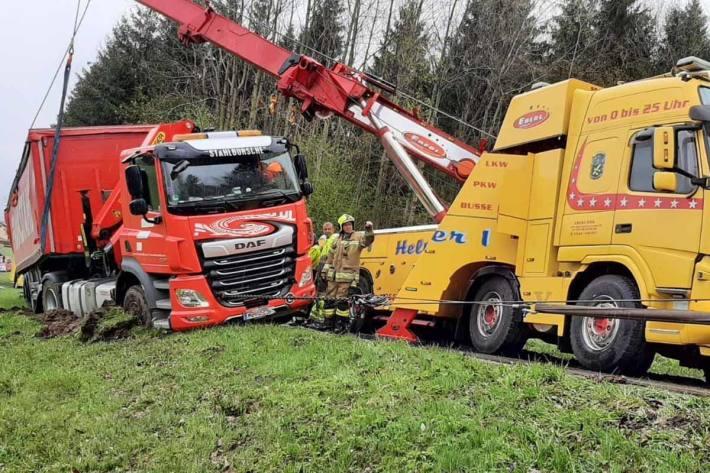 Am 05. Mai wurde die Feuerwehr Thalgau mit dem LZ Unterdorf  zu einer Fahrzeugbergung alarmiert