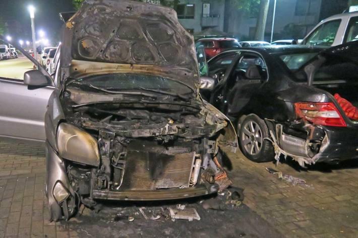 An dem Kia Sportage war in Monheim am Rhein der komplette Motorraum ausgebrannt