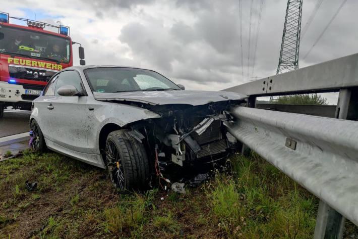 Autofahrer bei Unfall auf der A26 verletzt