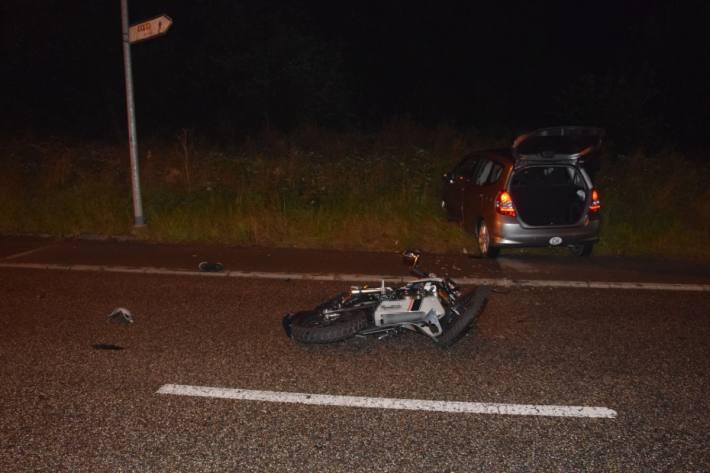 Beim Zusammenstoss verletzte sich der Motorradfahrer erheblich.