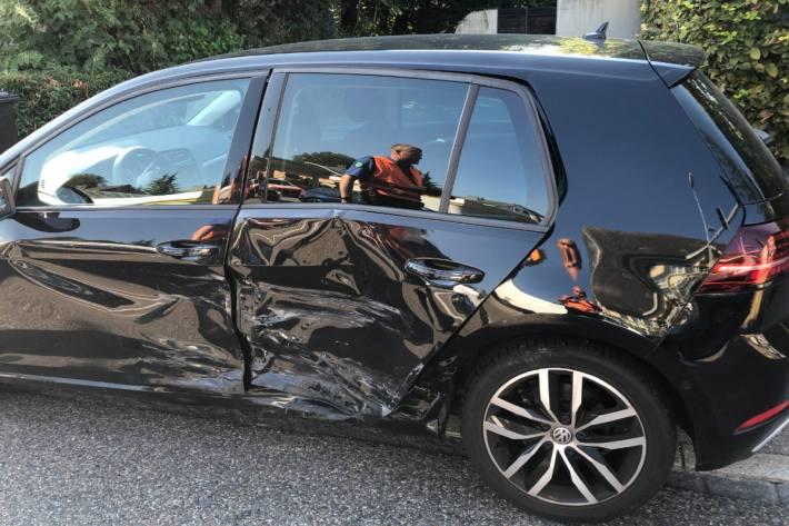 In Rapperswil-Jona SG verletze sich gestern eine Frau bei einer Kollision.