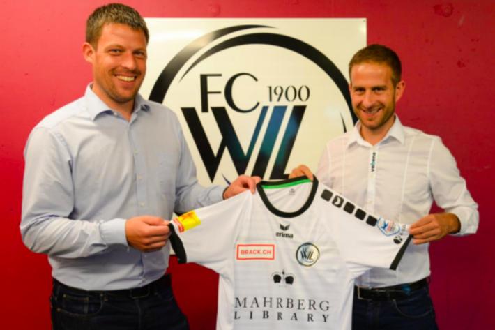 Marcel Keller und Benjamin Fust mit dem neuen Trikot.