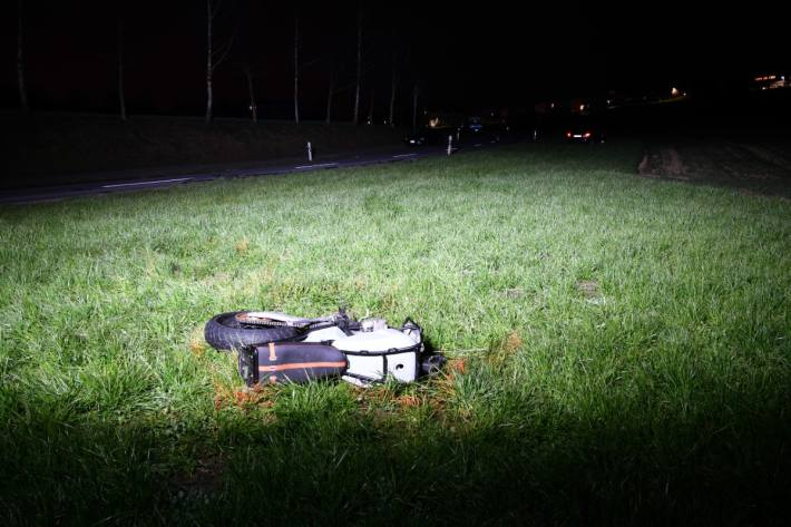 In Abtwil AG ist ein Motorradlenker verstorben.