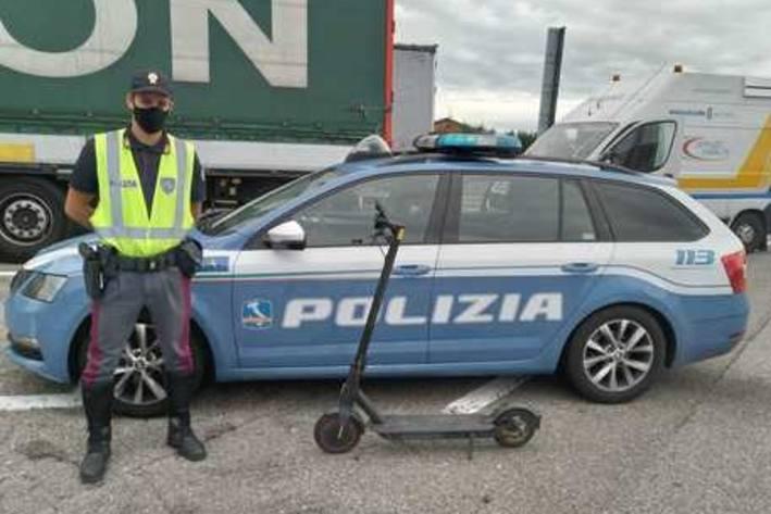 Scooterfahrer auf der Autobahn bei Rimini (It) gestoppt