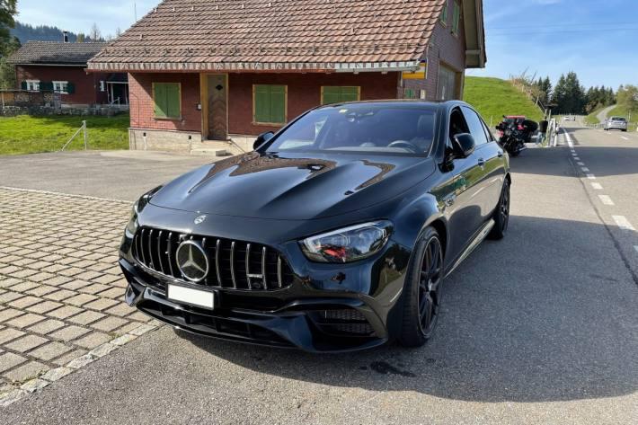 In Urnäsch AR wurde gestern ein Raser im Mercedes gestoppt.