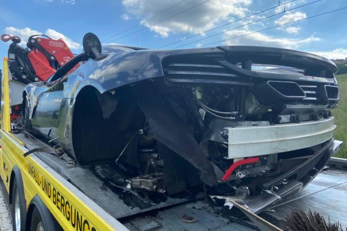 In Beinwil am See wurde ein McLaren von einem Citroen abgeschossen.