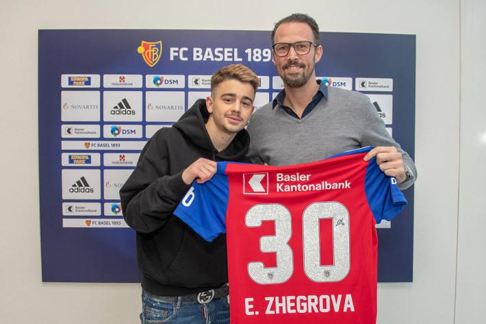 Marco Streller präsentiert den kosovarischen Nationalspieler Edon Zhegrova.