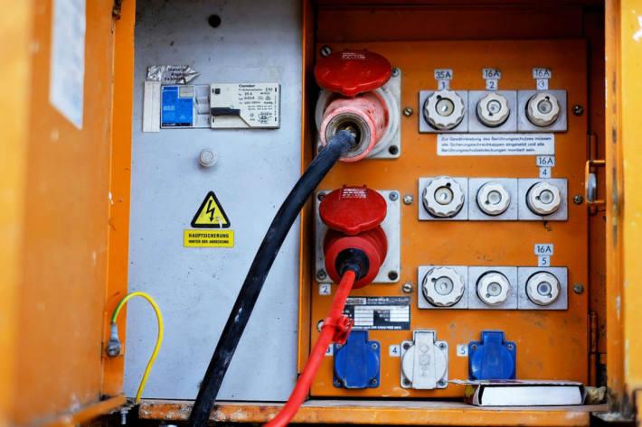 Mann bekam Stromschlag und fiel von Leiter in Bodensdorf (Symbolbild)