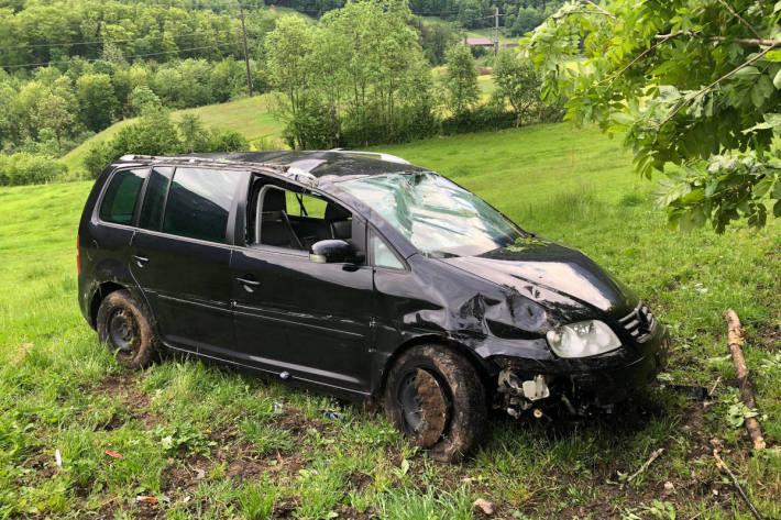 Unfallfahrzeug bei Mitlödi