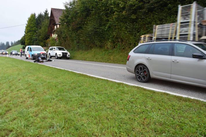 Auffahrunfall zwischen Motorrad und Auto