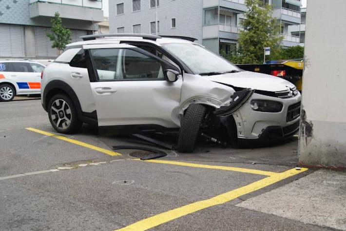 Unfallfahrzeug in Zug