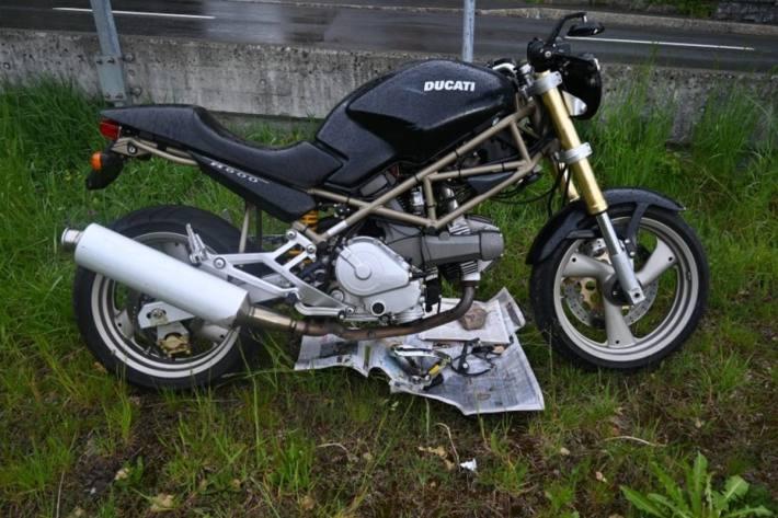 Der Lenker der Ducati verletzte sich beim Selbstunfall in Triesenberg.