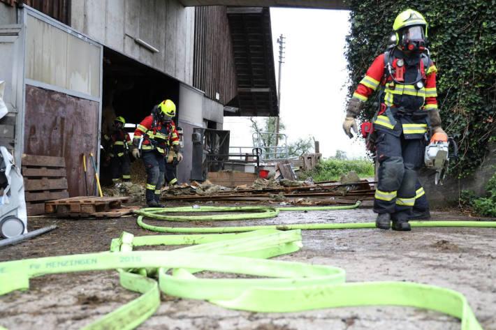 Feuerwehreinsatz wegen Brand einer Scheune in Menzingen