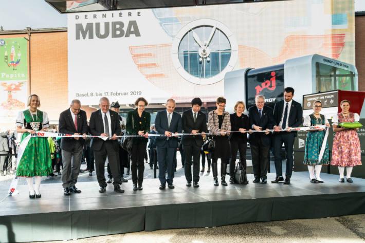 Mit dem Ribbon-Cut wurde die muba eröffnet.
