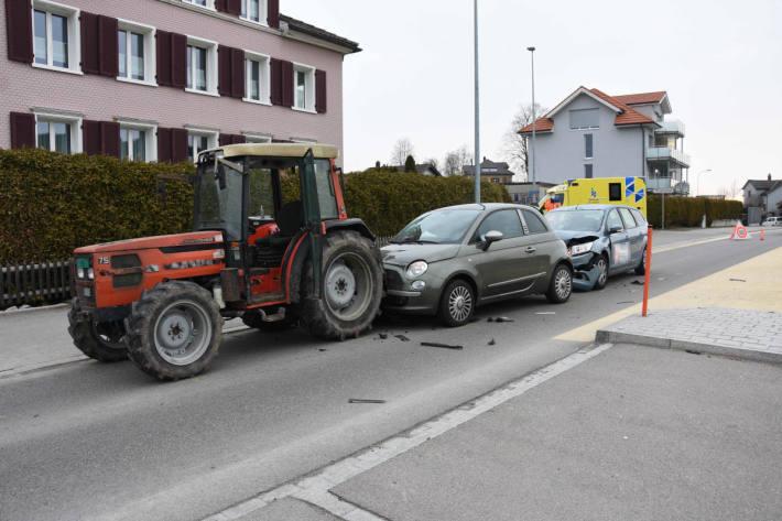 Auffahrkollision mit drei Beteiligten vor Fussgängerstreifen in Oberuzwil