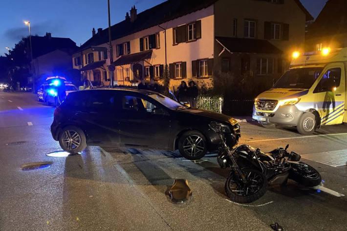 Kollision zwischen Personenwagen und Motorrad in Liestal
