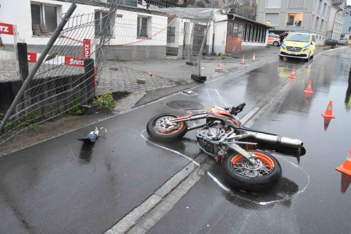 Nach Unfall mit Motorrad in Degersheim schwer verletzt