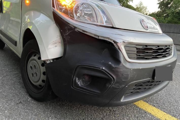 Der Lieferwagen verursachte gestern in Aarau einen Unfall.