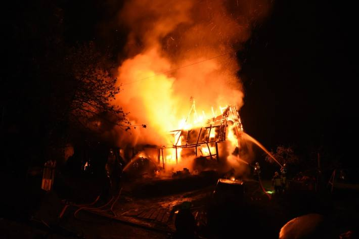 Das Haus brannte in Schwendi im Weisstannental (Mels) SG gestern aus.