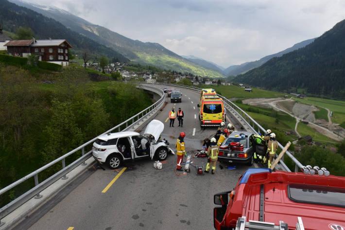 Frontalkollision zweier Personenwagen fordert Todesopfer bei Rabius