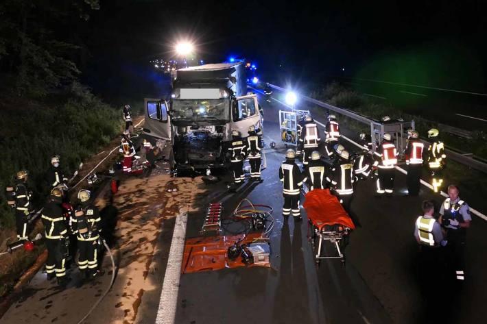 Bei einem Auffahrunfall wurde in Dortmund ein LKW-Fahrer schwer und ein Weiterer leicht verletzt