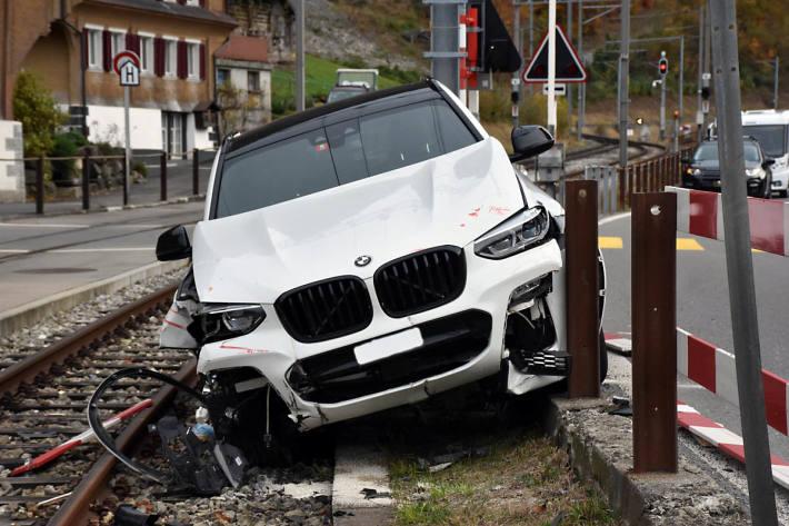 Das Auto kam auf dem Trasse der Zentralbahn in Kaiserstuhl zum Stillstand