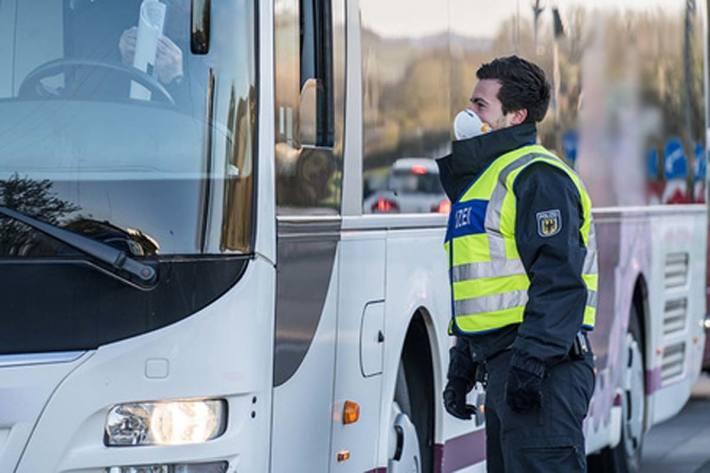 Die Migranten mit den gefälschten Papieren wurden alle in italienischen Reisebussen festgestellt