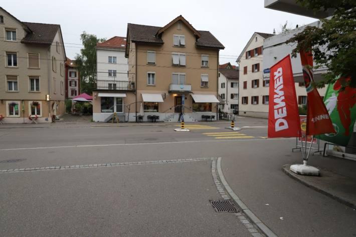 In der Stadt St. Gallen wurde ein Kind auf einem Fussgängerstreifen angefahren.