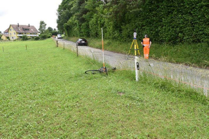 Velofahrer bei Verkehrsunfall in Rifferswil schwer verletzt