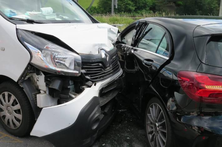 In Sissach verletzte sich eine junge Frau bei einem Unfall gestern.