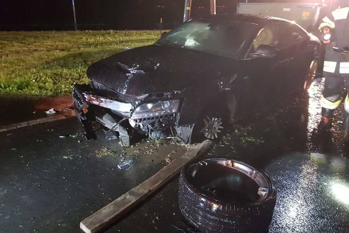 Am Einsatzort konnte ein stark beschädigter Audi, allerdings kein Unfallbeteiligter vorgefunden werden