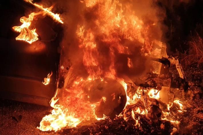 In Rheineck SG brannte gestern ein Peugeot komplett aus.