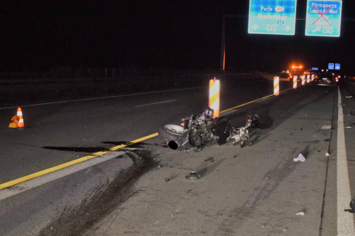 Motorradunfall mit Schwerverletztem führt zu weiteren Unfällen auf der A6