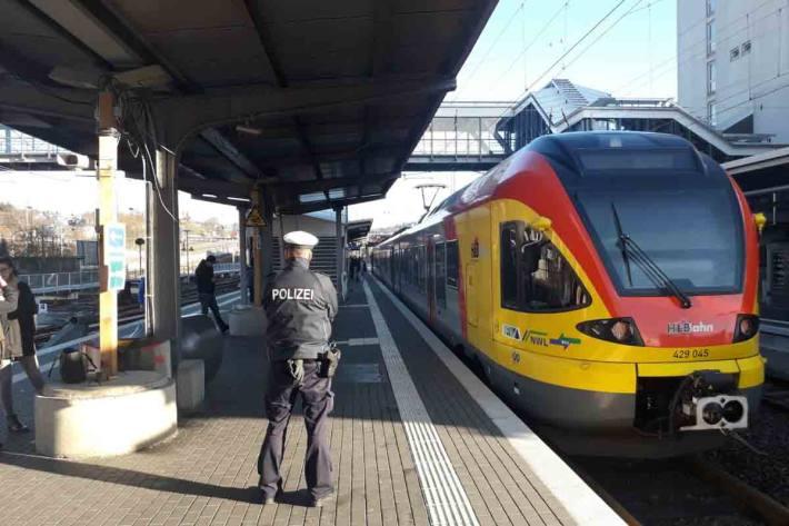 Am 04. Mai meldete ein Zugführer den Beschuss seines Zuges in Siegen