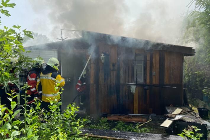 In Kreuzlingen TG brannte ein Schrebergartenhaus.