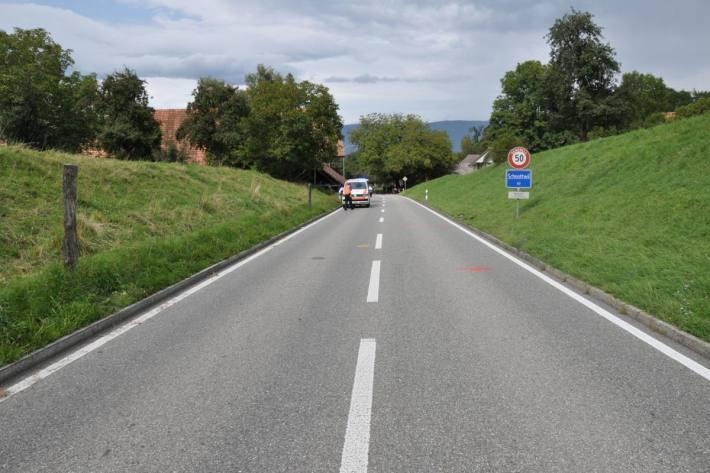 Rettungshelikopter im Einsatz nach Selbstunfall mit Fahrrad in Schnottwil